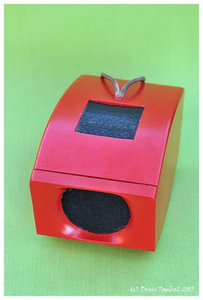 0W1 audio rouge Ferrari sur fond vert